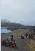 Guðsþjónusta við smábátahöfnina á Borgarfirði.